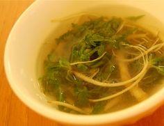 Taste of Early Spring!  Naeng-yi Doenjang Soup (냉이 된장국) http://www.shinshine.com/my-blog/2012/03/spring-namul-korea.html