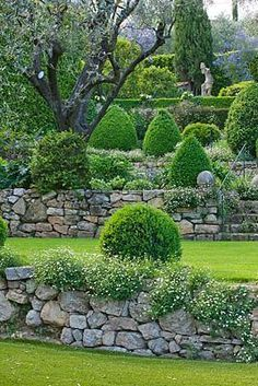 38 Amazingly Green Front-yard & Backyard Landscaping Ideas Get Basic Engineering, Home Design & Home Decor. Amazingly Green Front-yard & Backyard Landscaping Ideasf you're anything like us, y Terrace Garden, Garden Spaces, Garden Walls, Walled Garden, Garden Bed, Terrace Ideas, Box Garden, Front Yard Landscaping, Landscaping Ideas