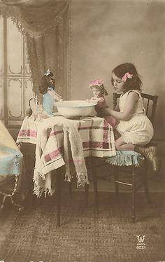 * Vintage Children Photos, Vintage Girls, Vintage Pictures, Old Pictures, Vintage Images, Old Photos, Vintage Tea, Victorian Photos, Antique Photos