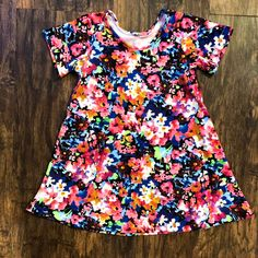 This bright Adalynn dress pattern is perfect for spring! Make one for yourself today! I love Diy dresses! Baby Clothes Patterns, Clothing Patterns, Sewing Patterns, I Love Diy, Romper Pattern, Pocket Pattern, Baby Pants, Layered Look, Swing Dress