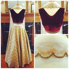 Velvet crop top with Banarasi brocade skirt. kombinace sametu a veckoveho vystrihu, qale ak vyresit zada?