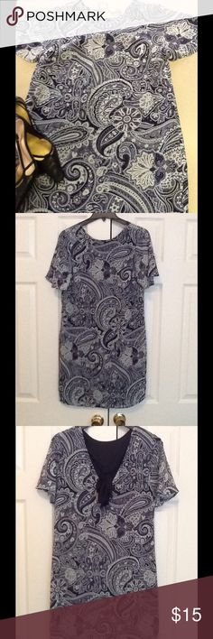 Great little paisley shift dress NWOT great little paisley shift dress never wornV in the back with a bow that you can tie Dresses Midi