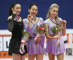 (L-R) Second placed Rika Hongo of Japan, first placed Mao Asada of Japan and third place Elena Radionova of Russia celebrate during the award ceremony for the ladies free skating event at the Audi Cup of China ISU Grand Prix of Figure Skating in Beijing, China, 07 November 2015. (Rusia, Japón) EFE/EPA/WU HONG (800×665)