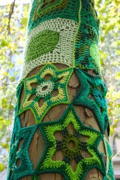 """Knits and knots seasonedsampler: """"Tree huggers and crochet lovers. Midnight mischief and trails of yarn. No longer is street art in the hands of the young. Nannyish graffiti is knitting and knotting. Crochet Tree, Crochet Motif, Crochet Yarn, Knitting Yarn, Knitting Patterns, Crochet Patterns, Knitting Projects, Crochet Projects, Yarn Trees"""