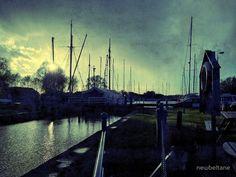 Heybridge Basin Lock, Maldon, Essex. Grunge filter effect in Snapseed
