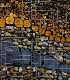 Gabion baskets can be used in many different designs. Of course, they are the construction units of any gabion wall but we shall offer you a new look Fence Landscaping, Backyard Fences, Garden Fencing, Garden Art, Diy Design, Fence Design, Landscape Walls, Landscape Design, Gabion Retaining Wall