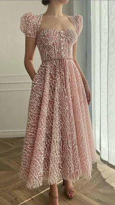 Elegant Dresses, Pretty Dresses, Beautiful Dresses, Vintage Dresses, Classy Dress, Classy Outfits, Frock Patterns, Lace Dress Styles, Short Dresses