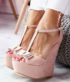 29 Platform Shoes That Will Inspire You - Women Shoes Styles & Design Pretty Shoes, Cute Shoes, Me Too Shoes, Studded Heels, Girls Shoes, Ladies Shoes, Girls Footwear, Shoes Women, Summer Shoes