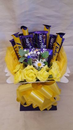 Sweet Hampers, Gift Hampers, Gift Baskets, Candy Bouquet Diy, Diy Bouquet, Greeting Card Holder, Chocolate Flowers Bouquet, Chocolate Hampers, Chocolate Easter Bunny