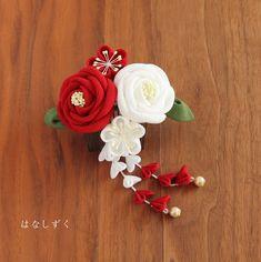 ハンドメイドマーケット+minne(ミンネ)|+紅白椿のコーム飾り 成人・卒業・ブライダル・浴衣