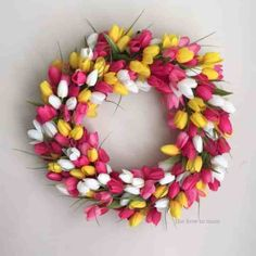 Make this stunning tulip wreath and add a burst of spring to your front door! This clever technique is actually quite simple, no crafty skills required! Wreath Crafts, Diy Wreath, Mesh Wreaths, Wreath Making, Wreath Ideas, Flower Wreaths, Diy Crafts, Mesh Bows, Yarn Wreaths