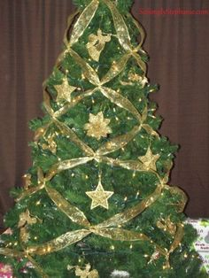 How to decorate a Christmas tree by criss crossing ribbon to create a beautiful design. Super easy and super quick! Christmas Tree Ribbon Garland, Beautiful Christmas Trees, Christmas Tree Themes, Xmas Tree, Christmas Tree Decorations, Christmas Holidays, Christmas Bulbs, Christmas Crafts, Teal Christmas