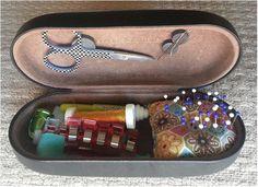 diy sewing kit from eyeglass case - Bing images Sewing Case, Sewing Tools, Sewing Notions, Sewing Hacks, Sewing Crafts, Sewing Projects, Sewing Kits, Glasses Case, Eye Glasses