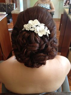 Wedding up style created by Marisa at entourage hair salon and spa in elmhurst