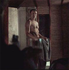 13. Will åkte hem ganska fort och du slocknade på Hannibals soffa... Det första du ser när du vaknar är (Se gif)