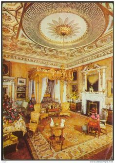A typical English bedroom ;-) l if you happen to live in a palace :-) Belton House, Harewood House, English Bedroom, Woburn Abbey, Houghton Hall, 1960s House, Grand Homes, Beautiful Sites, Palaces