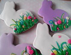Зайцы в травке #пряники#имбирныепряники #пряникиукраина #пряникиднепр#пряникиназаказ#пряникидеткам#royalicingcookies#gingerbread# Crazy Cookies, Cute Cookies, Cupcake Cookies, Easter Cupcakes, Easter Cookies, Easter Treats, Easter Egg Designs, Summer Cookies, Cookie Frosting