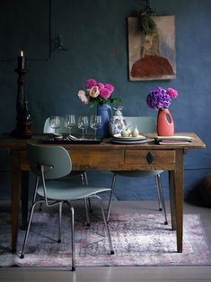 How to decorate with the renaissance trend - Really like the table / Decorator's Notebook