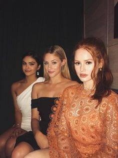Riverdale - Betty Copper, Veronica Lodge and Cheryl Blossom (Lili Reinhart, Camila Mendes e Madeline Ptsch) Riverdale Funny, Riverdale Memes, Riverdale Cast, Riverdale Betty, Riverdale 2017, Riverdale Veronica, Riverdale Netflix, Betty Cooper, Image Swag