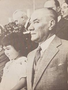 14 The Greatest Friend of Turkish Children with Photography Atatürk - MustafaKemâlim - adel home Historical Quotes, Historical Pictures, Ataturk Quotes, Turkish Army, Great Leaders, World Peace, The Republic, Great Friends, Photo Art