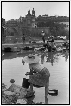 Portugal, 1955 by Henri Cartier-Bresson Robert Doisneau, Magnum Photos, Old Pictures, Old Photos, Vintage Photos, Candid Photography, Street Photography, Urban Photography, Color Photography