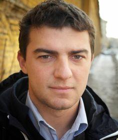 """Свързваме Александър Шпатов с литература, с книгите му с разкази, сред които и сборника """"#НаЖивоОтСофия"""", както и с проекта """"Читалнята"""", на който е основен инициатор и двигател; и с право, защото е и юрист...."""