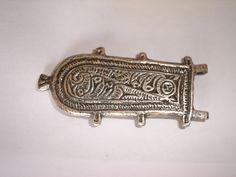 9-Hebilla Visigoda lyriforme, encontrada en Daganzo de Arriba (Madrid) la original se encuentra en el Arqueológico Regional de Madrid. Bronce bañado en plata