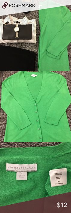 Bright green cardigan - great with polka dots! Perfect pop of color that's comfy and cute as well! So soft! A great layering staple that can be dressed up or worn more casual! Great pre loved shape. Gently worn and smoke free. Bust measures 19 inches laid flat. Hips are also 19. Length is about 25.5 inches. Have any questions? Feel free to ask me! Offers and bundles are welcomed! Thanks so much for stopping by! New York & Company Sweaters Cardigans