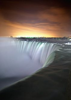 Extended exposure photo of Niagra Falls