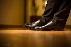 Estos son los flamantes zapatos de un novio nervioso y feliz el día de su enlace. ¡Qué emoción!