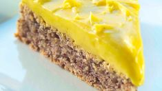 Suksesskake: Norwegian success cake recipe Oh yes, it includes an almond base for this cake/tart. Of course, it's nordic. Norwegian Cuisine, Norwegian Food, Norwegian Recipes, Food Obsession, Bread Cake, Almond Cakes, Sliced Almonds, Cake Tins, Sweet Cakes
