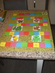 De tafels oefenen, kunnen we ook met een ganzenbord. Elk kleurtje heeft zijn stapeltje oefeningen. Learning Techniques, Interactive Learning, Projects To Try, Blanket, Education, Math, School, Home Decor, Google