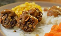 Don't be daunted by the long list of ingredients–these fibre and protein packed lentil balls are easy to put together and can be made ahead of time. Healthy Eating Recipes, Vegan Recipes Easy, Vegetarian Recipes, Vegan Christmas Dinner, Christmas Recipes, Dehydrated Onions, Mushroom Gravy, Toasted Pecans, Plant Based Eating