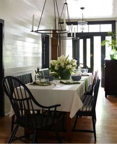 Casual dining area off kitchen -- desire to inspire - desiretoinspire.net - Tim CuppettArchitects