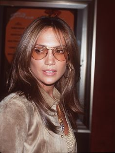 16060ad40a Jlo old school pictures and style is the best! I love the ray ban sunglasses