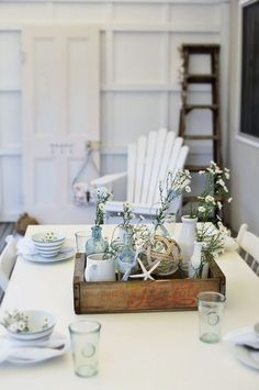Use wood trays on the white and gray tables