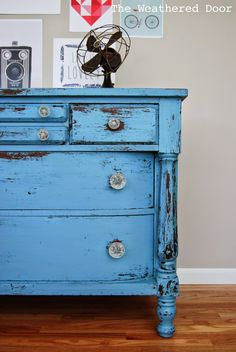 The Weathered Door: Chippy Blue Empire Dresser in MMS Milk Paint Paint Furniture, Furniture Makeover, Distressed Dresser, Diy Home Decor Projects, Decor Ideas, Decorating Ideas, Diy Nightstand, Design Seeds, Upcycled Furniture