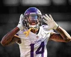 Stephon Diggs the only player in NFL history to have catches in consecutive games. Nfl Football Players, Football Uniforms, Best Football Team, Football Season, Football Helmets, Stephon Diggs, Atlanta Falcons Memes, Iron Games, Minnesota Vikings Football