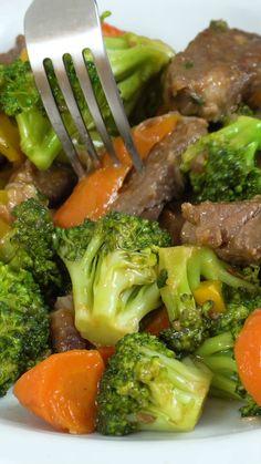 A melhor receita de carne com brócolis que você vai ver. Uma receita chinesa que sua família vai amar.  Ingredientes: • 500 g de carne vermelha • 2 colheres de sopa de cebola em pó • 2 dentes de alho ralado • 1 colher de molho shoyu Legumes: • ½ cebola • ½ pimentão vermelho • ½ pimentão amarelo • 1 cenoura média • 2 dentes de alho • 200 g de brócolis • Cebolinha a gosto • Vagem a gosto  Receita completa em nosso canal do Youtube. Facebook e Instagram: @testegorice  #receitas #brócolis #carne Mexican Food Recipes, Vegetarian Recipes, Cooking Recipes, Cheesy Recipes, Easy Healthy Recipes, Buzzfeed Food Videos, Amazing Food Videos, Aesthetic Food, Soul Food