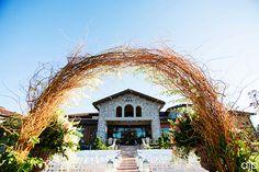 Terrific Trellises For Your Outdoor Wedding - http://www.diyweddingsmag.com/terrific-trellises-outdoor-wedding/