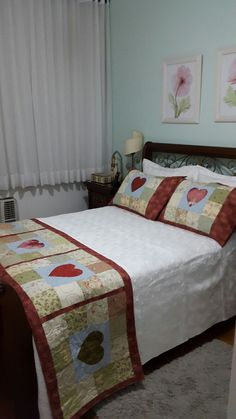 This is really pretty Patchwork Table Runner, Quilted Table Runners, Colchas Quilting, Skinny Quilts, Flannel Blanket, Bed Runner, Quilted Pillow, Quilt Bedding, Quilt Patterns Free