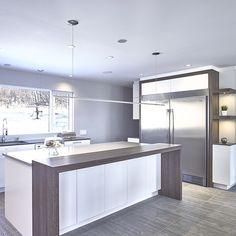 Îlot de cuisine urbaine avec comptoir de stratifie Open Plan Kitchen, New Kitchen, Kitchen Decor, High Gloss Kitchen, Modern Kitchen Cabinets, Custom Built Homes, Kitchen Design, Sweet Home, New Homes