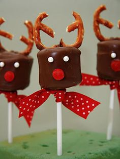 Upgrade your basic cup of hot chocolate with these festive stir sticks! How To Make Them: 1. First, stick a jumbo marshmallow onto one end of a candy cane rod (that's a candy cane without the hook). 2. Next, dip the entire marshmallow into melted white chocolate, then immediately into red or green sprinkles. 4. Let the chocolate harden and enjoy your sweet treat! (From Bridgey Widgey) - Seventeen.com