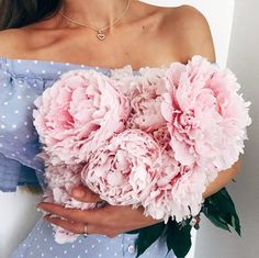 New post on pinkwinged Flower Girl Photos, Girls With Flowers, My Flower, Beautiful Flowers, Creepy Photography, Beautiful Wallpapers For Iphone, Flowers Instagram, Spring Photography, Luxury Flowers
