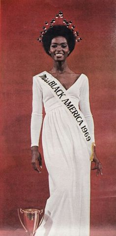 Miss Black America well thats a lil rude but at least African American women got the chance to do somthing like this back then. You go Miss Black America! Divas, Black Girls Rock, Black Girl Magic, Black Power, My Black Is Beautiful, Beautiful People, Beautiful Eyes, Beautiful Pictures, Vintage Black Glamour