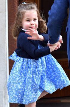 Prince William and Kate Middleton Introduce Royal Baby | PEOPLE.com Princesa Charlotte, Princesa Diana, Royal Princess, Prince And Princess, Baby Prince, George Of Cambridge, Duchess Of Cambridge, Kate Middleton Prince William, Prince William And Catherine