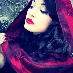 Snow White/ Red Riding Hood, gorgeous contrast of colors!