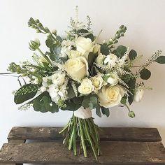 An instant pick-me-up by @paperwhitefloraldesign #meijerroses #paperwhitefloraldesign #avalanche #luxuryroses #bridetobe #weddingidea #weddinginspiration