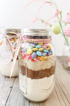 Om to the cuteness this mm cookie recipe in a mason jar is so cute easter mason jar cookie recipe with free printable tags negle Gallery