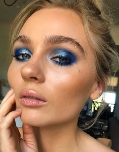 Shimmery blue eyeshadow makeup look #blue